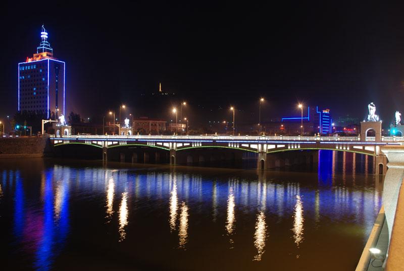 欧式细节,比如桥墩浮雕装饰
