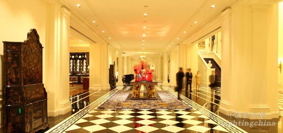 建筑采用欧式城堡设计,法国人奢华酒店设计师皮尔为内部做了装饰设计.