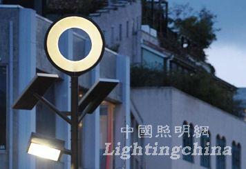 日本东京街头的太阳能LED路灯