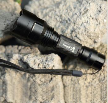 LED强光手电筒防水远射配锂电池充电器吸塑款