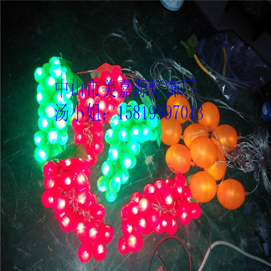名称:LED装饰灯、蔬果灯串、水果灯串? 是否提供加工定制: 是 型号: GWD-SGD009 材质:亚克力、仿亚克力 外壳尺寸:25公分*25 颜色: 红、黄、蓝、绿、白、彩色 外壳颜色:奶白色 LED颜色:红/黄/蓝/绿/白/七彩变色 电流:15-35mA 电压:AC220V、110V、24V、12V 光源功率: 5(W) 控制方式:内置控制器 包装:中性包装 主要适用范围: 城市街道亮化工程、园林、公园、风景区、旅游区等亮化 简介:本产品LED变色光源灯具有闪动效果,采用优质铜线,正品白光LED,外