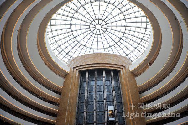 钢结构建设,建筑高度85米,主体由13米高椭圆形裙房和直径85米的球体