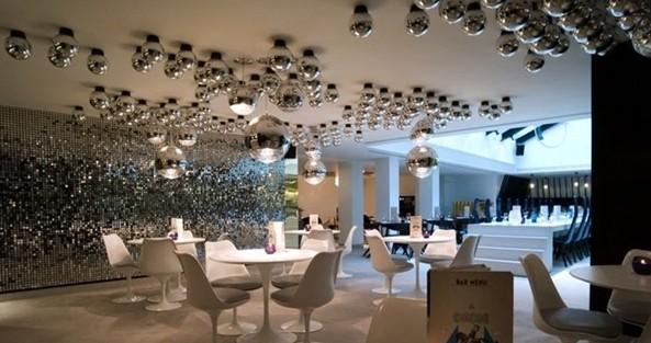 中国照明网:马戏团主题餐吧室内灯光设计 - 中照专栏